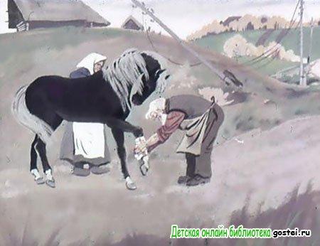 Бойцы оставляют раненого коня в деревне